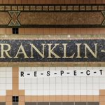 Het metrostation op Franklin Street in Tribeca hier in New York had deze week al wat impromptu hommages aan Aretha Franklin.