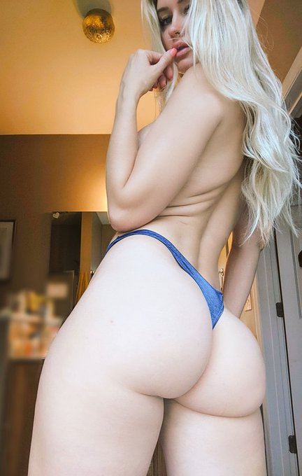 Body unique. Booty on fleek https://t.co/XJBUu2Rg3l