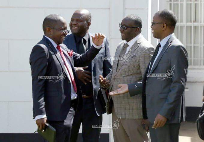 ZanuPf and MDC Alliance lawyers sharing lighter moments after a pretrial conference. Meanwhile, Mukoma Jerry and Sisi Vimbai are busy on Social Media; insulting, abusing and blocking people over this election case. <br>http://pic.twitter.com/iRF8olTu6H