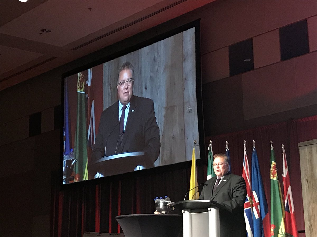 .@cdnangus_rob is one of my favourite examples of how to properly speak to a group. He's such a great speaker. I always enjoy listening to what he has to say. #CdnBeefConf #speakergoals #agproud #likeaboss <br>http://pic.twitter.com/GFKKdVnDZf