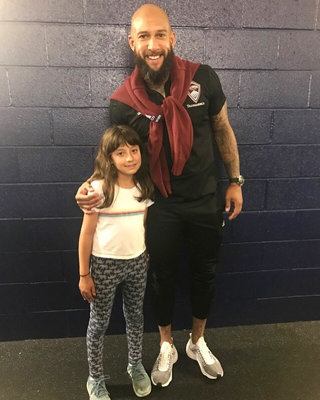 My first #HowardsHeroes in LA this week was 10 year-old Eliana. She was diagnosed with a tic disorder last year. Her ticking subsides while she's playing with her club soccer team...the pitch is her happy place! Me too, Eliana.