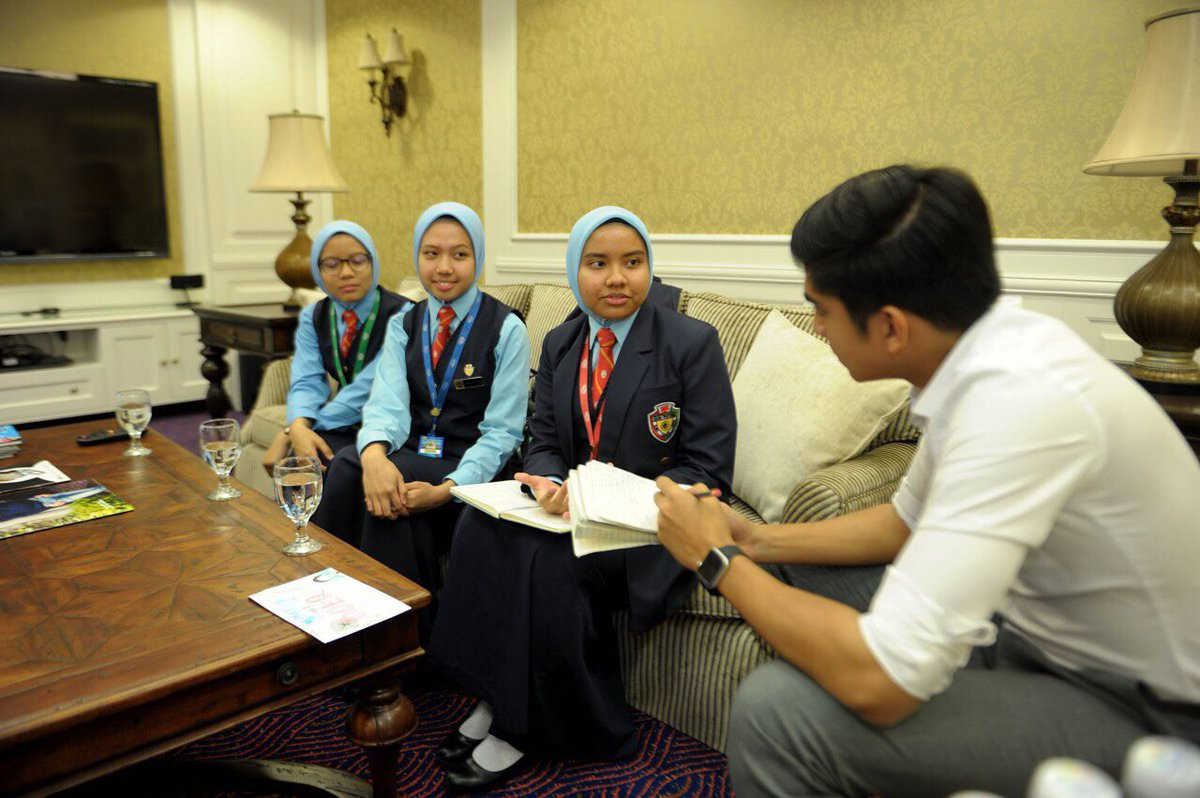 With the newly crowned Champions from SSP  I love their enthusiasm in wanting to fight for a better Malaysia. They're 17&amp;16 but as wise as many 30year olds.   I'll be debating with them soon to spread the love of debating and critical thinking all over Malaysia! #YouthPower<br>http://pic.twitter.com/NjVaAKnaaC