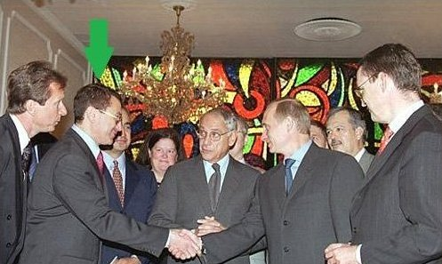 Hey, y&#39;all remember Simon Kukes? The guy here shaking Putin&#39;s hand in this picture, who was born in Russia, but became an American citizen in 1970s? The guy whom Putin hand picked to run a Russian state oil company in one of his first power grabs?   Ever heard of him? <br>http://pic.twitter.com/5JfPfhREj0
