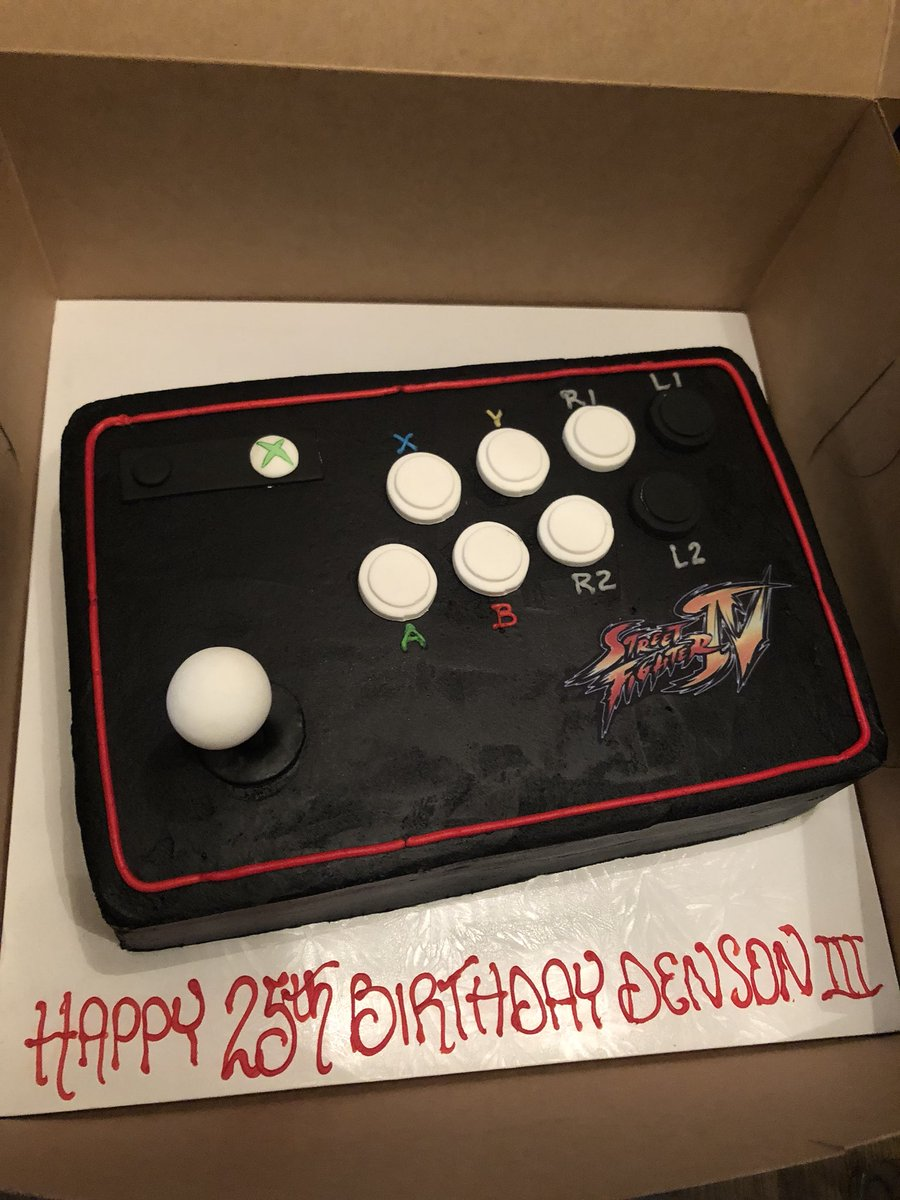 My parents are the absolute greatest. Years ago for my birthday they bought me my first serious stick for SF4.. and now?   A Madcatz TE Round 2 cake!?!? Ridiculous. Complete with Xbox 360 and SF4 logo  I refuse to eat it.  I'm in love. <br>http://pic.twitter.com/70h7Xm3RBL