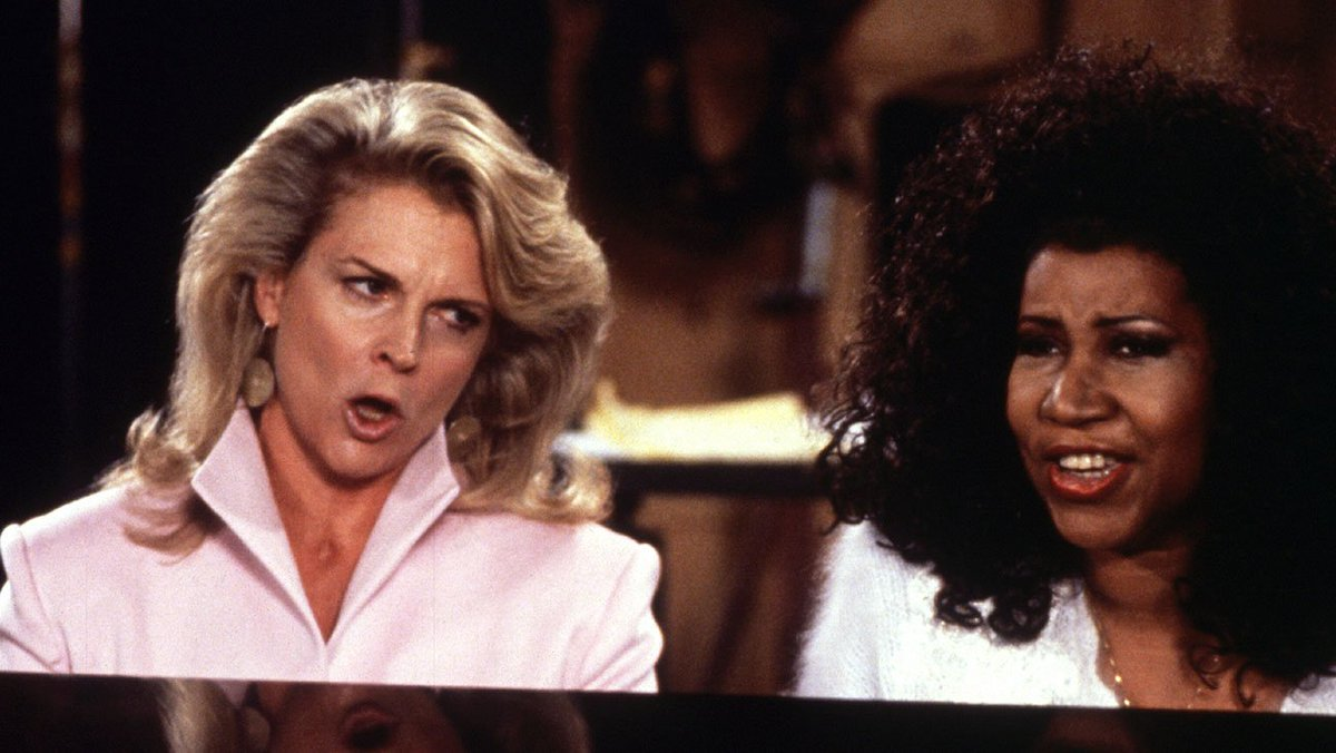Aretha Franklin appeared on a season 4 episode of #MurphyBrown in 1988 and performed &quot;(You Make Me Feel Like) A Natural Woman&quot; with Candice Bergen  http:// thr.cm/eEj85j  &nbsp;  <br>http://pic.twitter.com/qoAu5vS7sP
