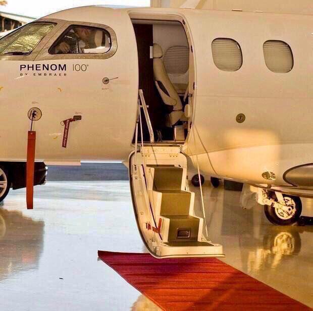 Are you Jet Setting to Las Vegas for the Weekend? DSM Luxury Passport #Luxury #PrivateAviation #LasVegas  http:// DSMPassport.com  &nbsp;  <br>http://pic.twitter.com/3sko4a1EtR