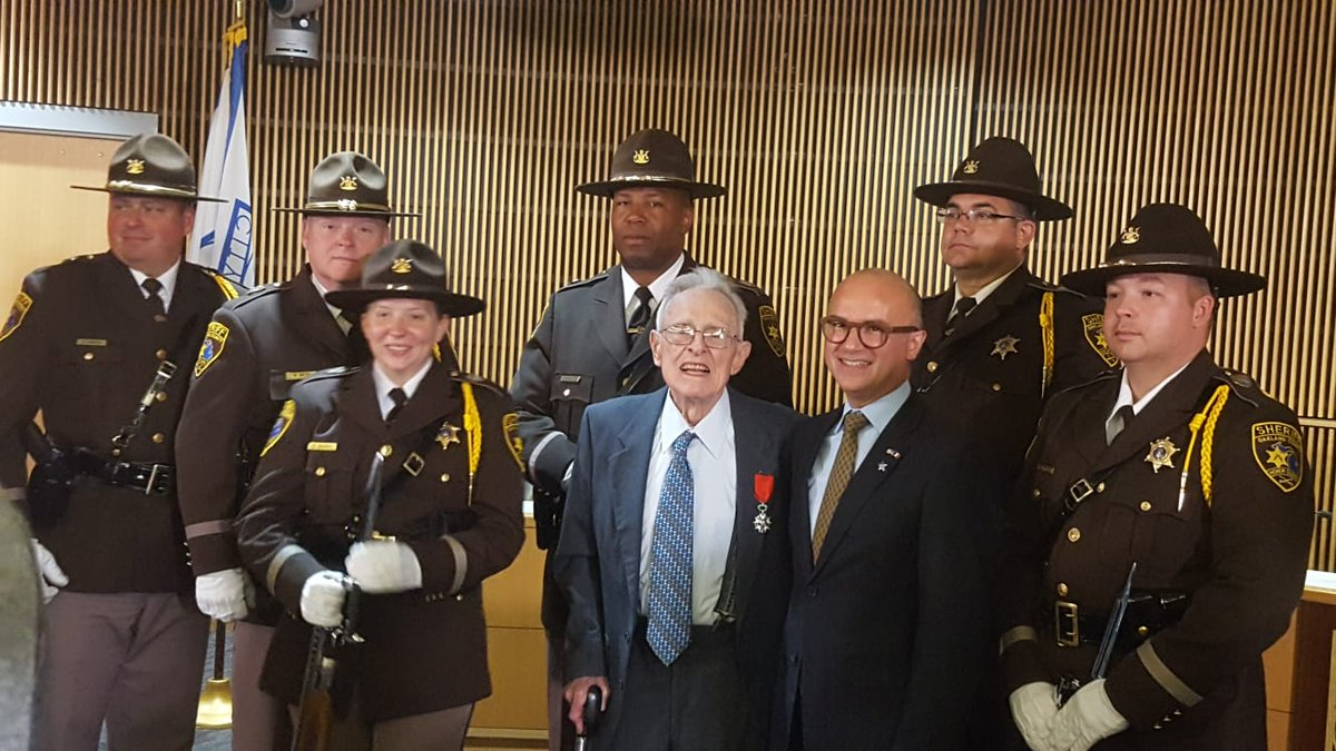 Novi (MI) #FranceWillNeverForget the sacrifice of young Americans during #WWII. Today #WWWIIVet Harold Ortwine US 106th Infantry Division was awarded the #FrenchLegionofHonor by French Consul General @GJ_Lacroix during a moving ceremony at Novi City Hall