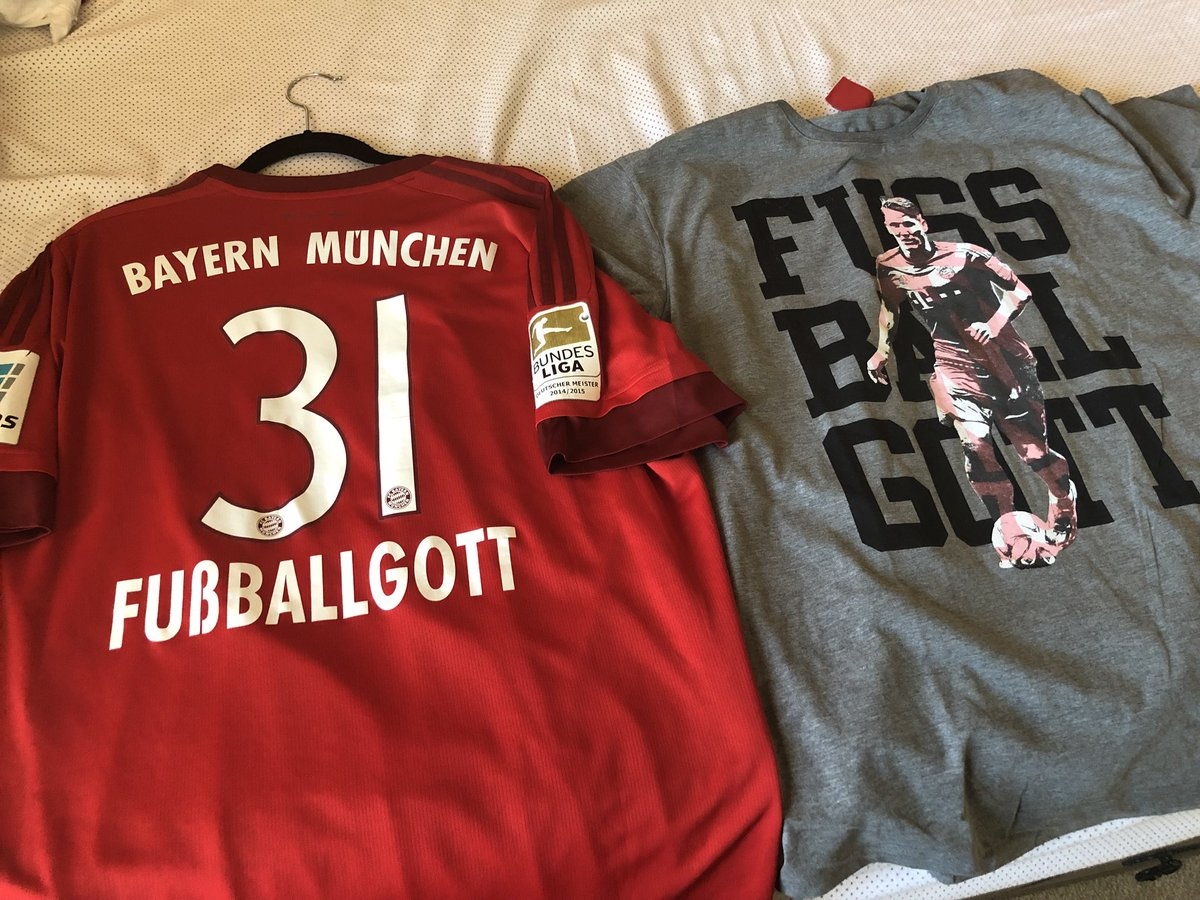 Ready for @BSchweinsteiger testimonial. @ChicagoFire vs @FCBayernUS I've had the #Fußballgott jersey since the day he last set foot on @AllianzArena_ soil. Got the T-shirt to match #MiaSanFamily #MiaSanMia @FCBayern<br>http://pic.twitter.com/UfnJ6A7ykb