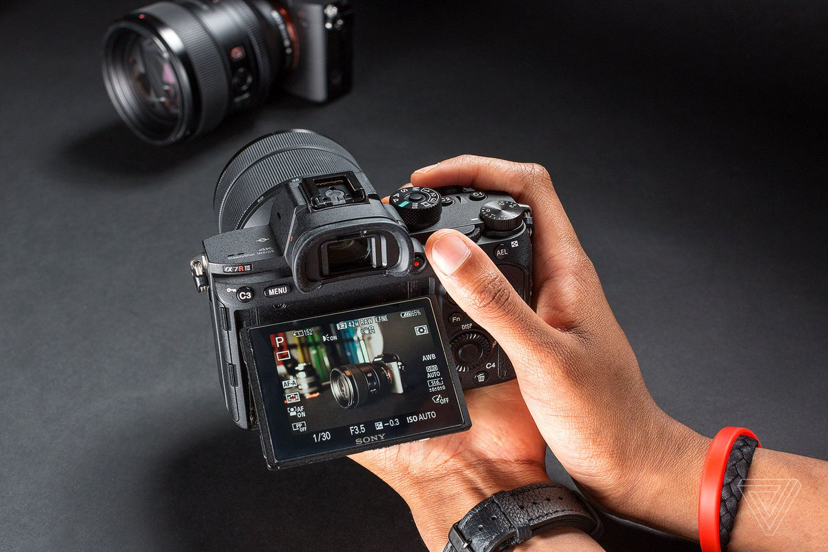 Sony tops full-frame camera market in US ahead of Nikon's big announcement