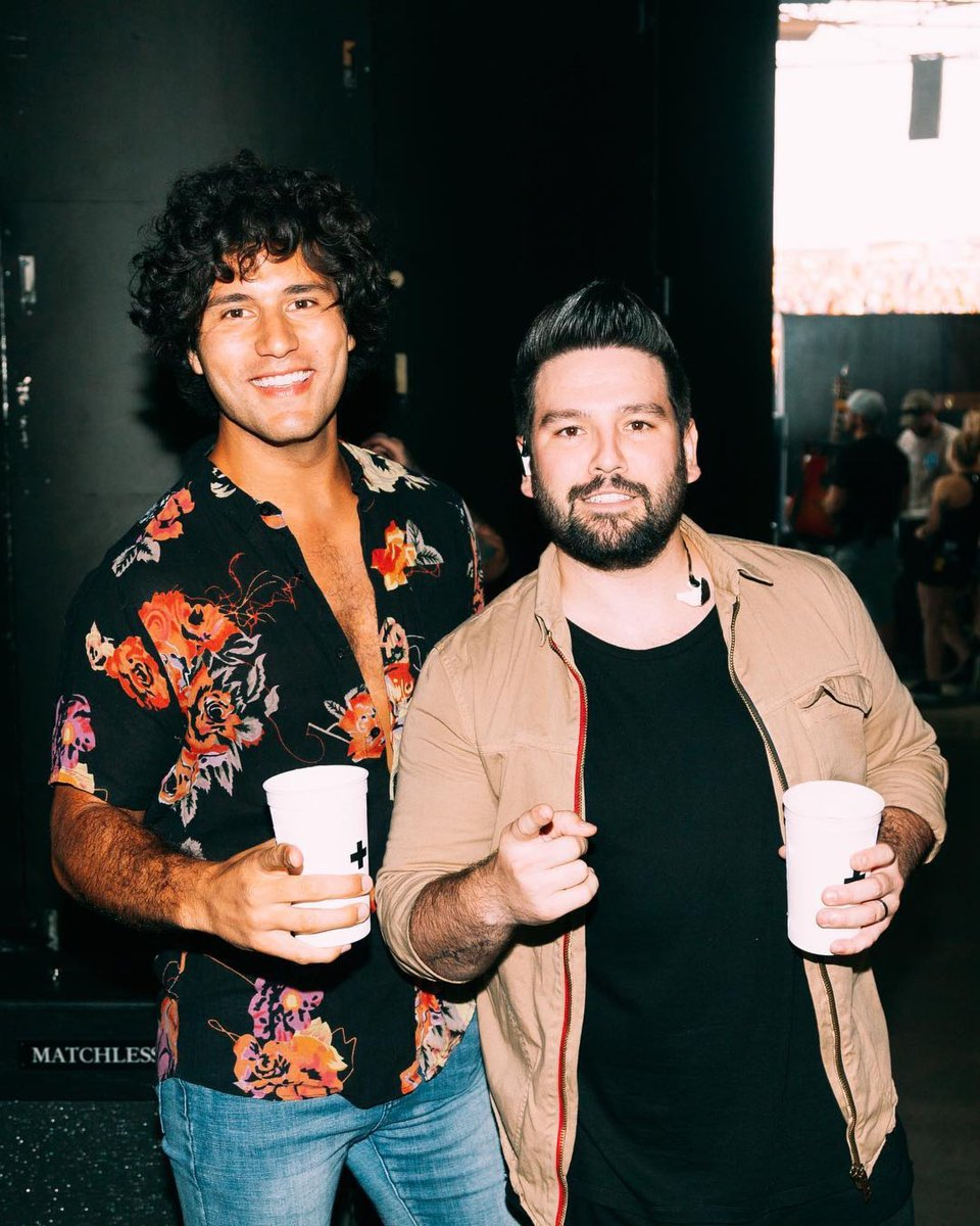 Cheers to seeing @DanAndShay tonight in #Toronto!  Who&#39;s gonna be singin&#39; along with us?  @budweiserstage #BackToUsTour    https:// wmcanada.lnk.to/DanShayAlbumTW  &nbsp;  <br>http://pic.twitter.com/3eJFA6e5eX