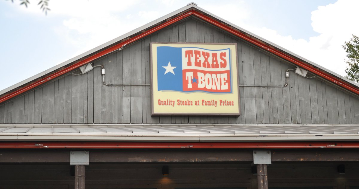 Excitement is in the air.  Also, the smell of steaks!  #TEXASTBONE #Dinner https://t.co/73mn1net1c