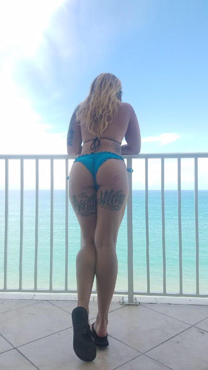 A B-b-i  - Beach bum🌊 booty beachbabe florida twitter @AbbiRoads