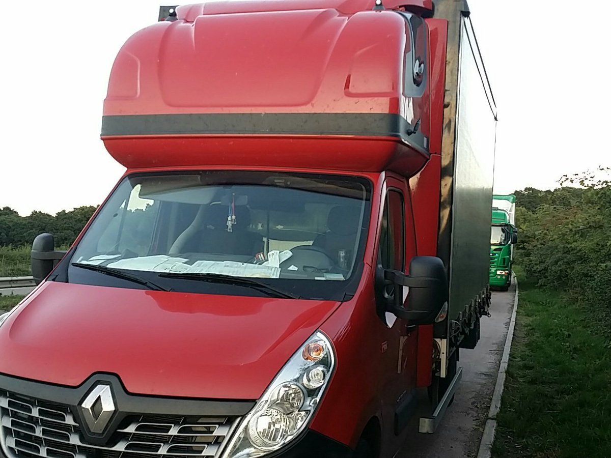 Look...the latest innovation...a mobile cinema....! Driver thought it was ok to look down &amp; watch a film, not the road ahead....#wordsfail Sgt B<br>http://pic.twitter.com/hJvhoGpweG