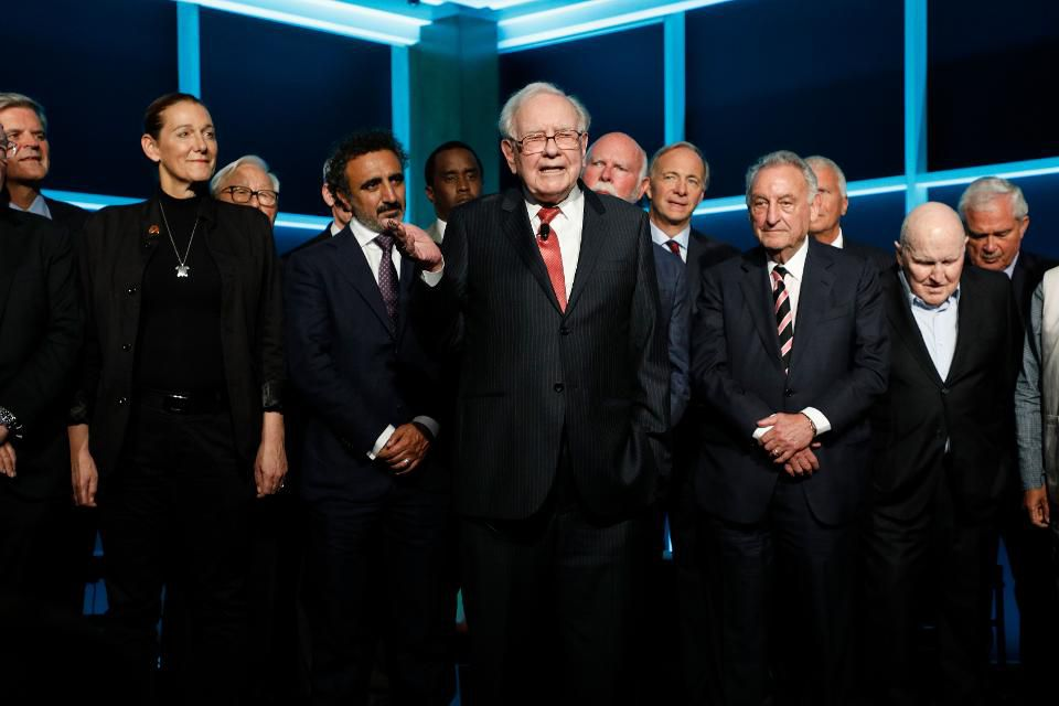 Warren Buffett buys holdings of: Apple, Goldman Sachs, Delta Air Lines, and more in 2nd quarter  http:// on.forbes.com/6010DvwtM  &nbsp;  <br>http://pic.twitter.com/vDWjmQmQkD