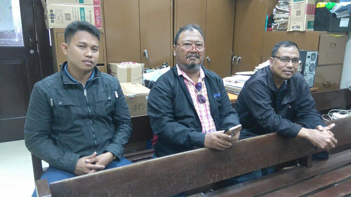 LOOK: (L-R) PO2 Michael Villarama and Journalists Ronnie Roa and Roberto Dejon to testify in today's continuation of trial on Kerwin Espinosa's drug case at Manila RTC Br. 26 | via Ria Fernandez