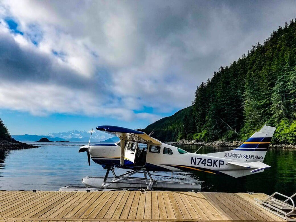 Here&#39;s our Cessna 206 in Elfin Cove. Did you recognize it in our post yesterday? <br>http://pic.twitter.com/vLHKXhOV2R
