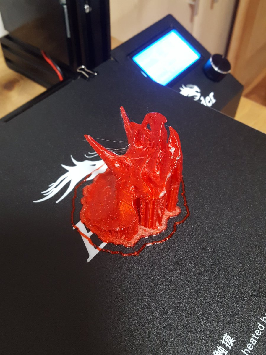 So second print on the @Creality3dprint Ender 3, tricerotops printed in Ziro PLA...