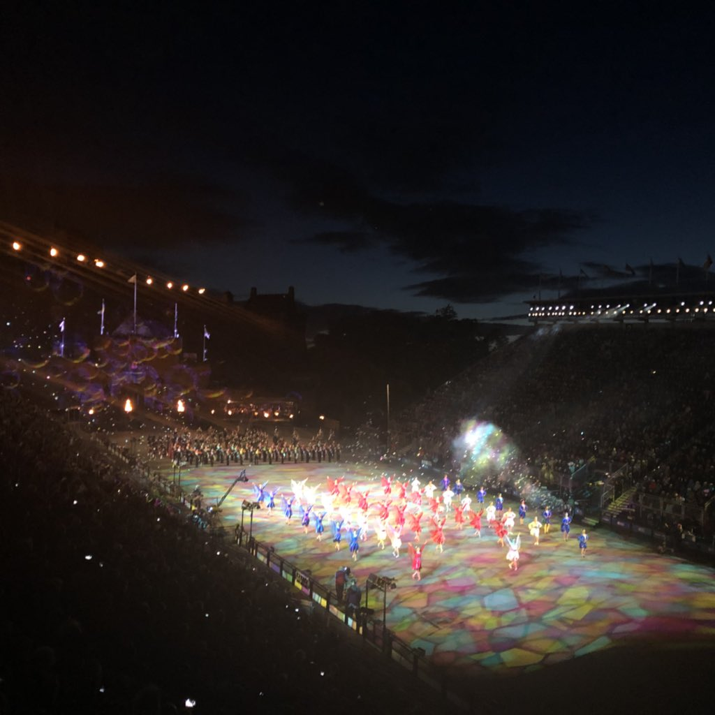 Great night at the tattoo, I cannot believe I've never been before! Fab experience:)<br>http://pic.twitter.com/81MF7jVGXN