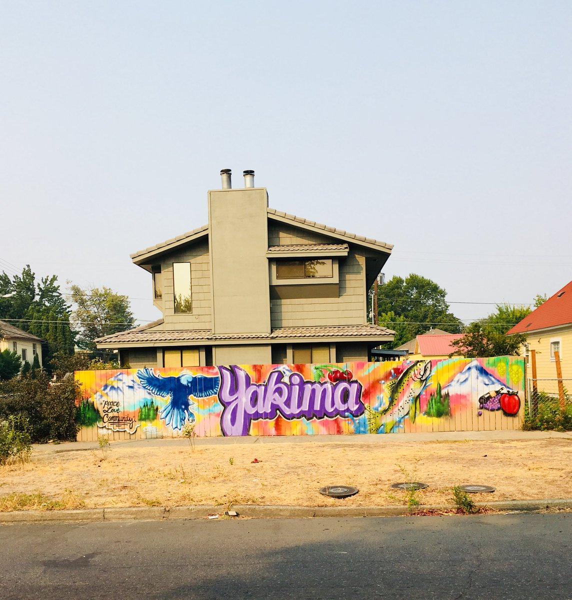 Several @yakimapolice Officers chipped in their own money for a beautiful mural at 6th Street and East Lincoln. Kudos to Yakima artist Trevor Braden for his great artwork. Great job! #yakimaart #streetart <br>http://pic.twitter.com/tWP0S4euZy