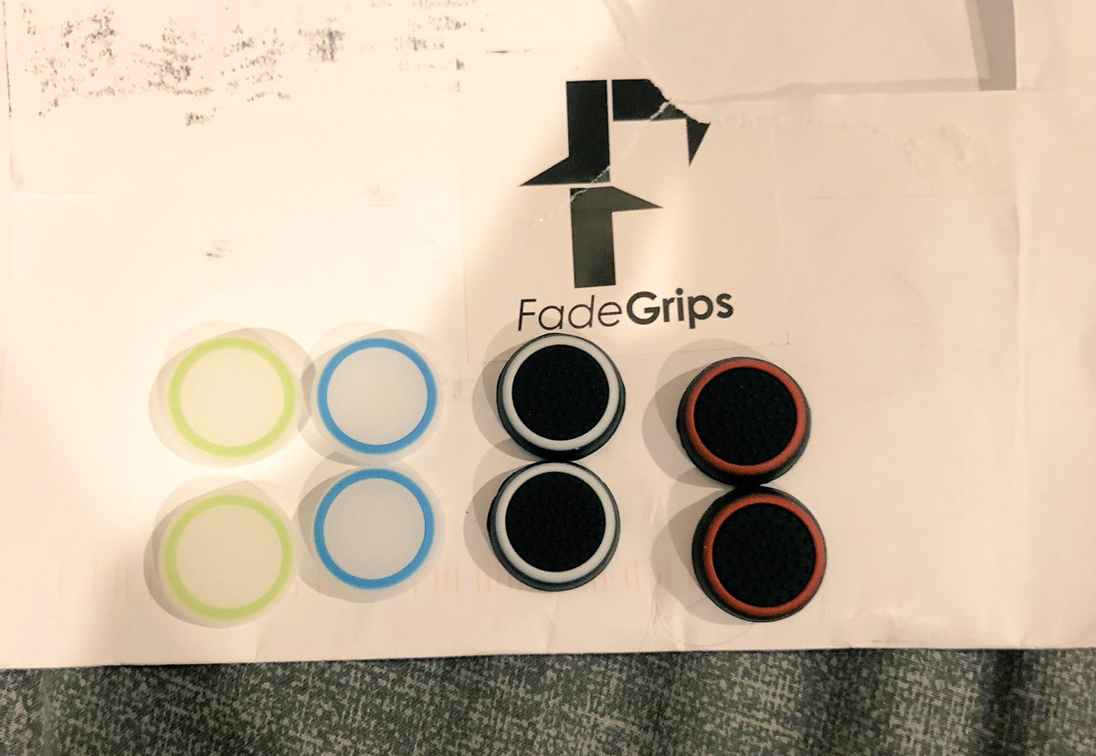 GIVEAWAY: @FadeGrips  combo pack ! To enter : Follow @The_RaPid_Clan  @FadeGrips Rt and favorite this tweet Tag a friend !<br>http://pic.twitter.com/dp2Wfv4FKL