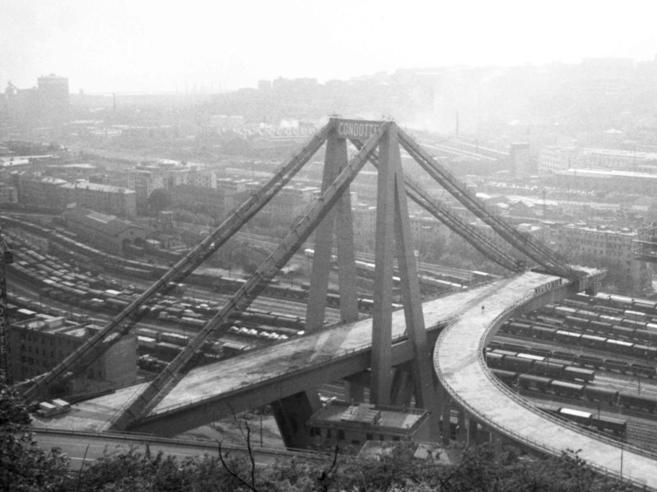 Genova divisa in due  torna indietro   al 1965 https://t.co/ceVyX52e35