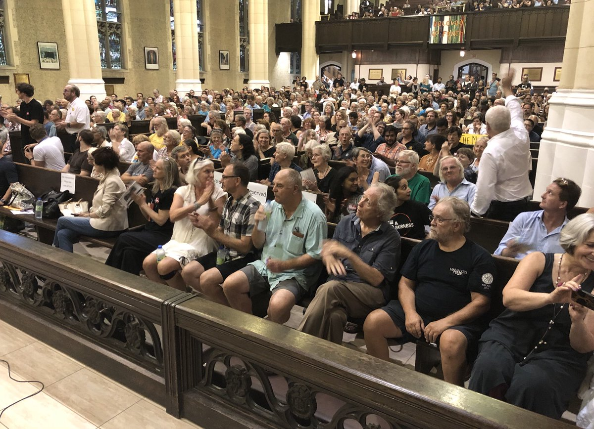 Huge turnout at tonight's townhall to defend Toronto's democracy. Tonight we're hearing from local politicians, community activists, &amp; legal experts. We're asking ppl to email Mayor Tory &amp; tell him to vote YES on Monday to a legal challenge to Bill 5:  https://www. progresstoronto.ca/citylegalchall enge &nbsp; … <br>http://pic.twitter.com/runpAVUjP1