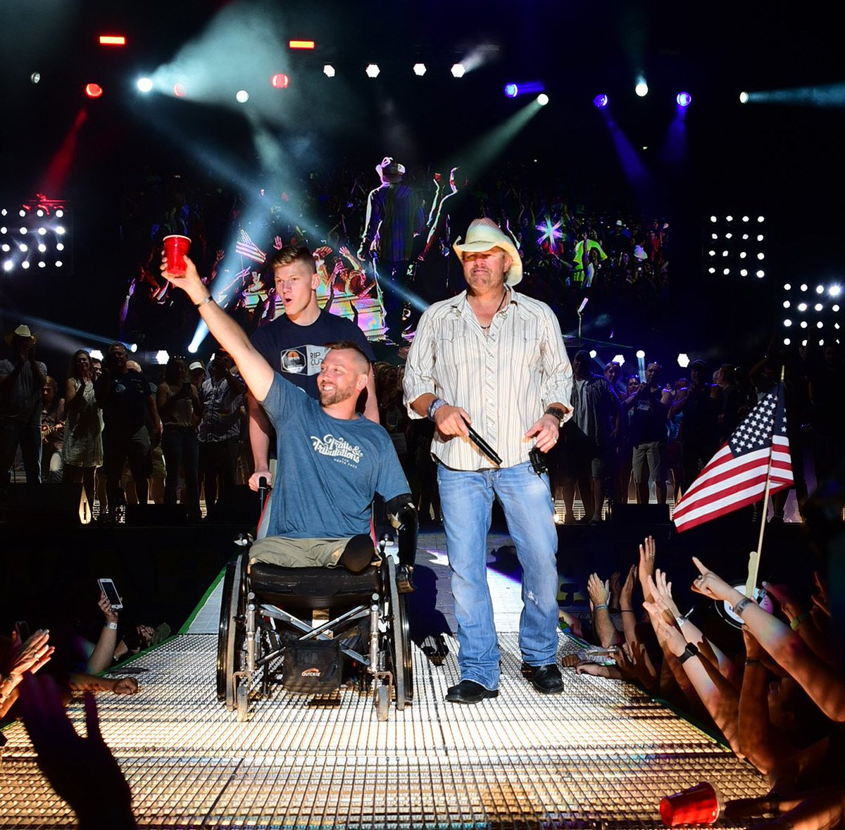 A red solo salute to all of our United States Military, especially our wounded soldiers, like Combat Engineer Adam Keys, who overcame unimaginable odds. God bless our men and women in uniform and God bless the USA! <br>http://pic.twitter.com/HNKpps3wZK