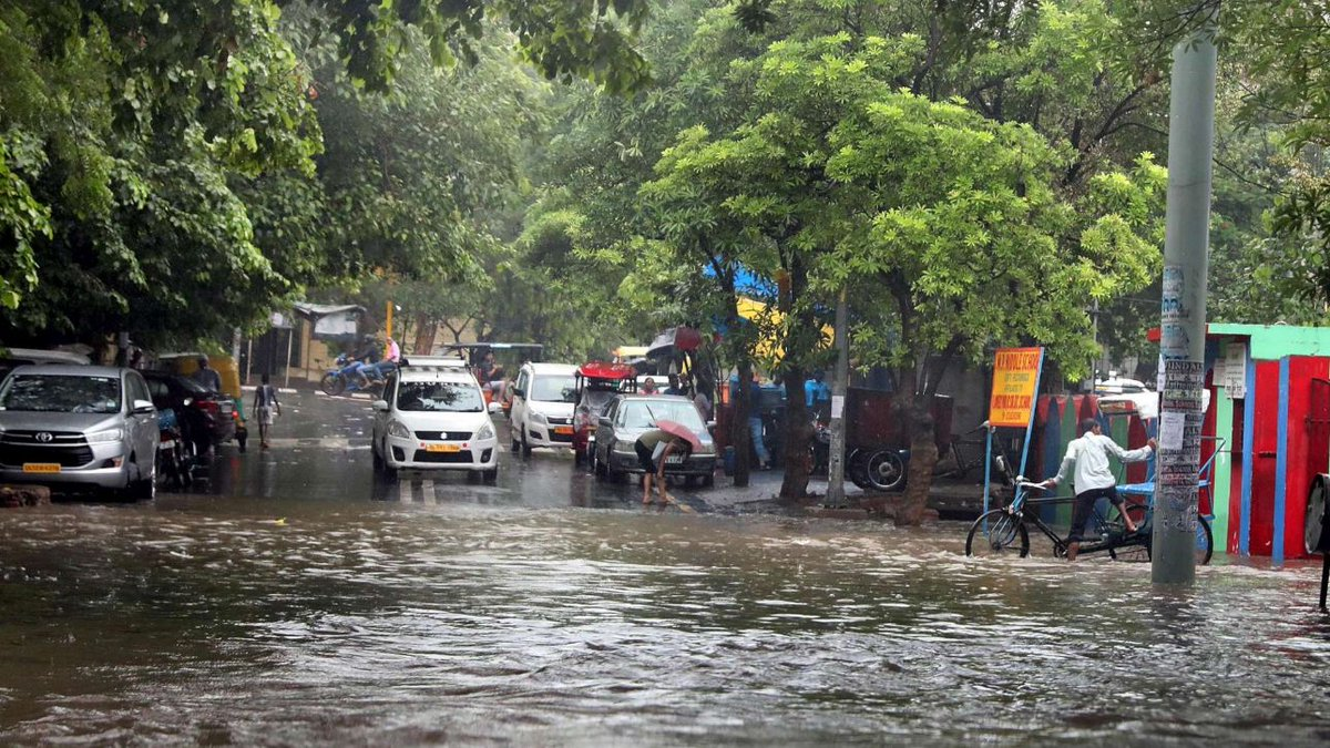 India, 114 morti e 150mila sfollati per le inondazioni in Kerala   #India https://t.co/dZaCp83laq