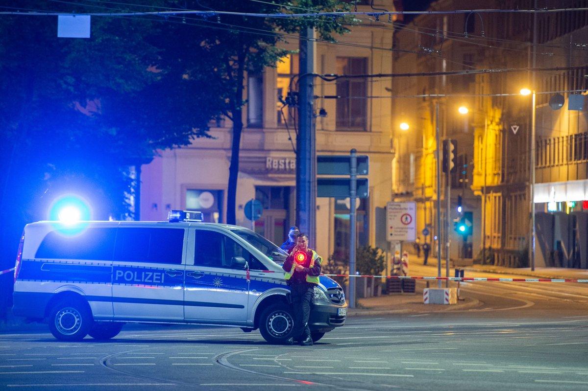 1500 Menschen müssen wegen #Fliegerbombe in #Leipzig ihre Wohnungen verlassen. Die aktuellen Entwicklungen im Live-Ticker: https://t.co/Xx2OSLVg5m