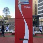 買う人を選んでいる?あまりにも高いバレーボール自販機がこれ!