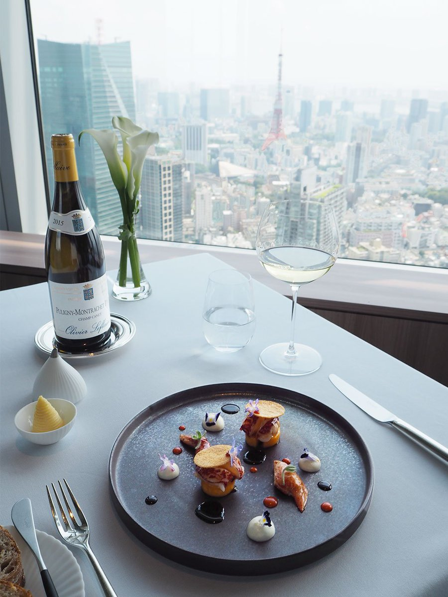 Lunch time arrives at Azure 45 where the Chef de Cuisine Shintaro Miyazaki creates a special #Louvre art splate inspired by a 16th century painting: La Belle Nani. A perfect meal pre or post Louvre exhibition visit at our neighboring museum, The National Art Center, Tokyo!<br>http://pic.twitter.com/Patw2oKLuj