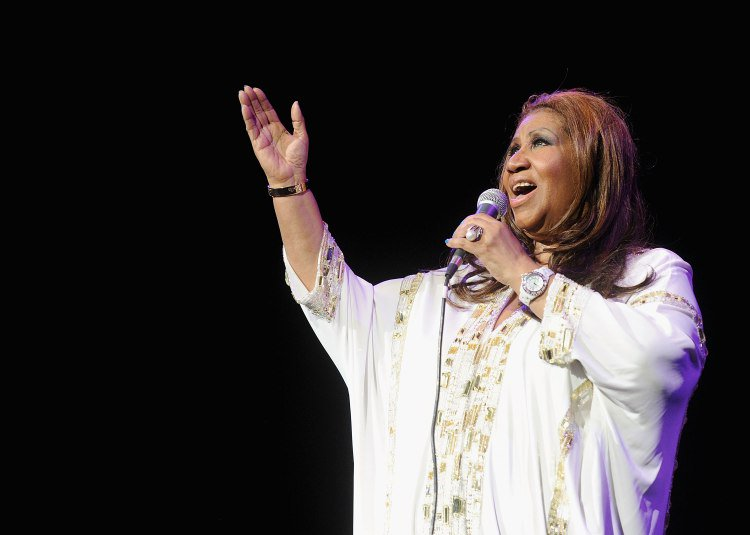 Mariah Carey, Missy Elliott, Chance the Rapper and more remember Aretha Franklin. https://t.co/3ZzbOV2kfY https://t.co/BiVygeisqw