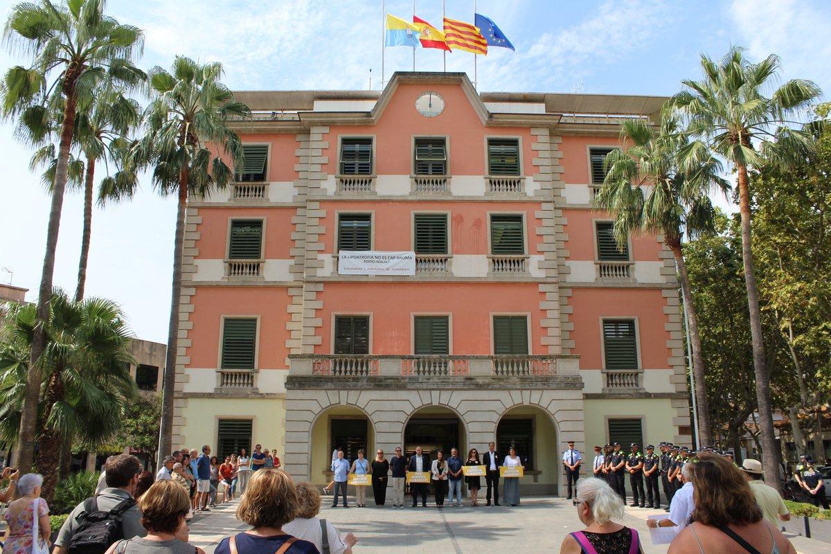 Castelldefels recorda i honora les víctimes dels atemptats terroristes a Barcelona i Cambrils: elcastell.org/ca/index/13127…