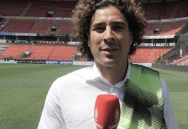 @MetaErmal guarda che ti aspettiamo a Napoli è inutile che ti fai chiamare #Ochoa (siete venuti tali e quali) scherzo, si meglio tu.  - Ukustom