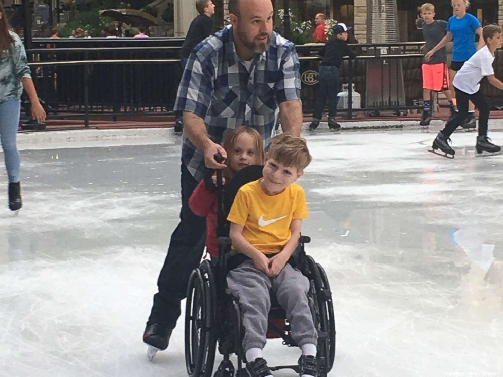 Stranger treats boy in a wheelchair 'like everyone else' and what happened next is amazing. https://t.co/LXiZ1EEQb5 https://t.co/Zakxr51EgG