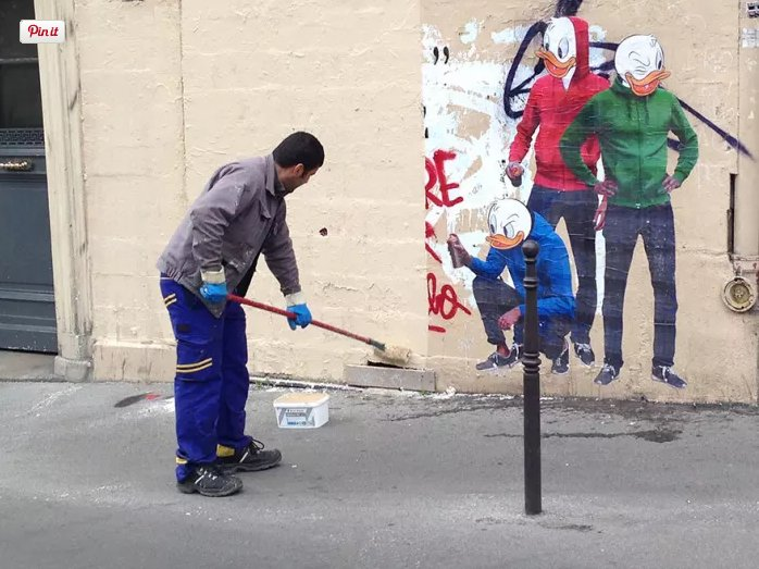Graffiti removal guy paints over part of Huey, Dewey, and Louie wall mural by French street artist Combo. Guy later returns to find himself part of the #streetart<br>http://pic.twitter.com/Z76g1buHmq