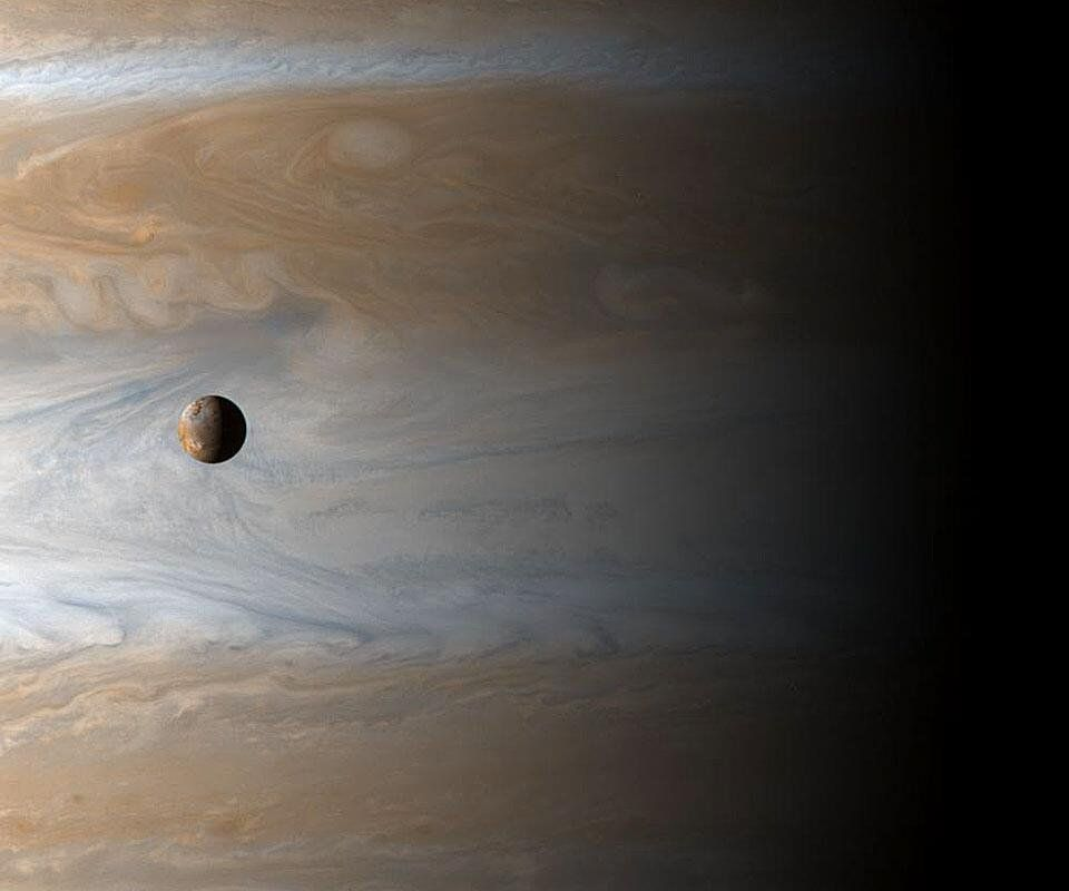 #Space: awe inspiring view of active #Io with #Jupiter as a backdrop https://t.co/C5OtOA0vc5 via @apod
