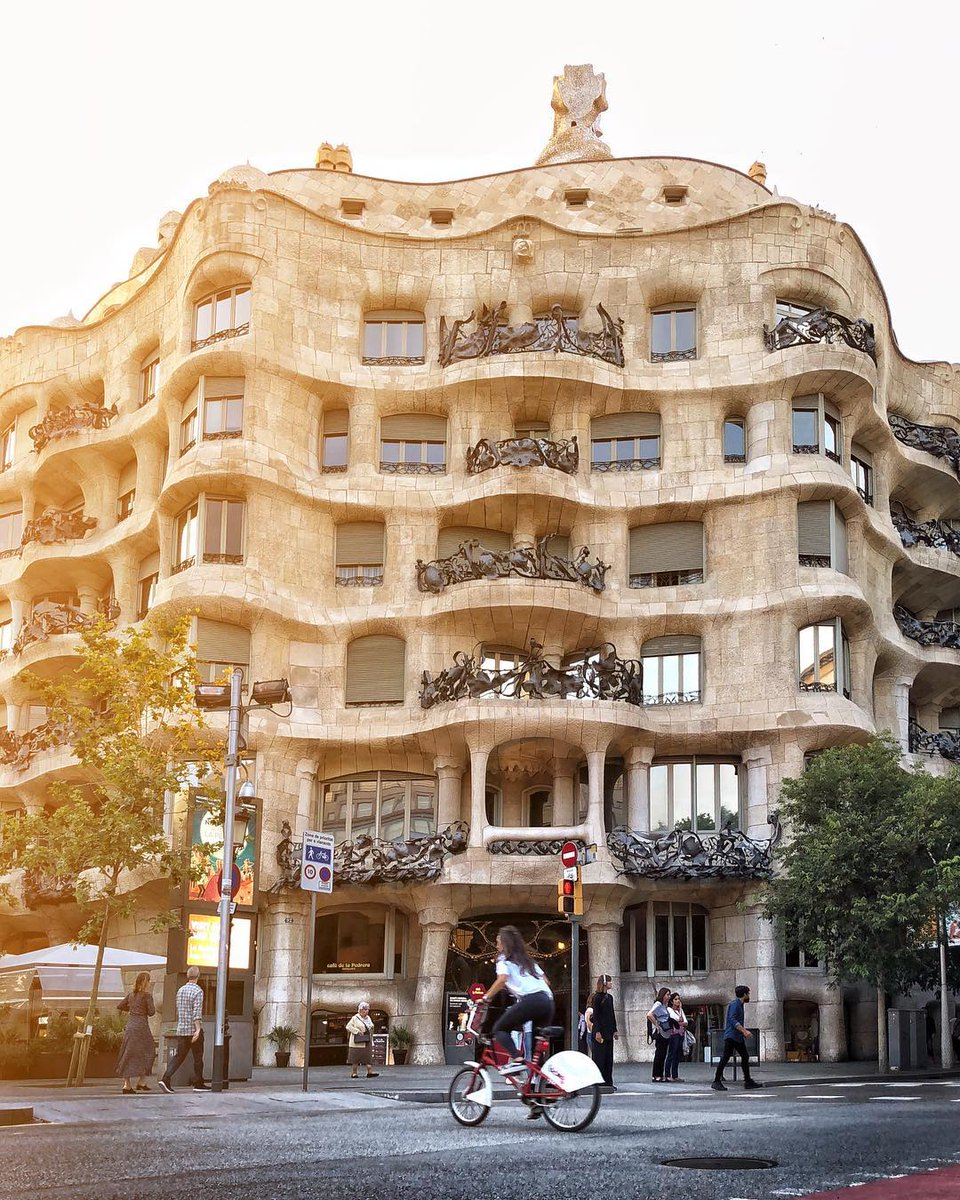 Just when you thought @LaPedrera_BCN couldn't look better, here's another amazing pic... 💖 Good morning!  📸 ©xopet1969 (IG) https://t.co/N7neOZzRR0