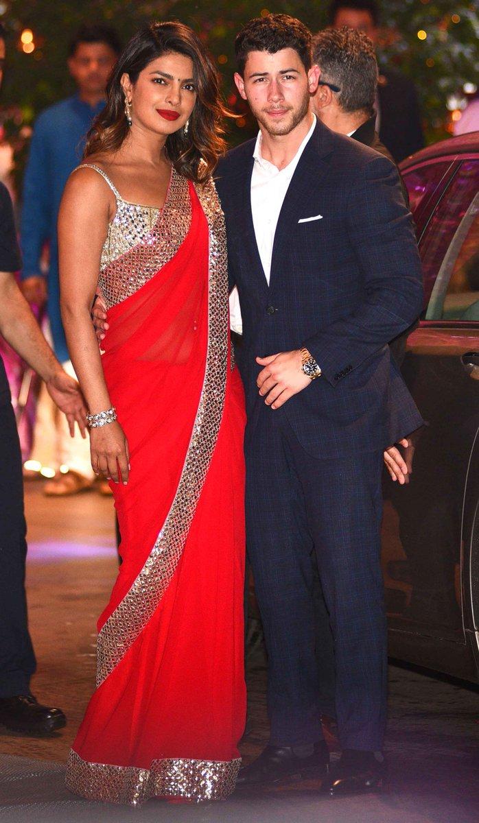 This is getting serious guys! #PriyankaChopra is hosting #NickJonas and family in Mumbai https://t.co/JrdJgeVXai