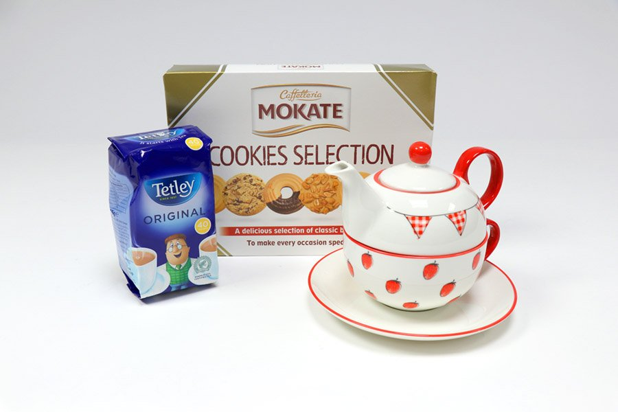 To celebrate #NationalAfternoonTeaWeek, we&#39;re giving away a tea for one set, with @tetleyuk tea bags and a cookie selection.  To enter; follow @RedBusCartridge and RT.  #RedBusCartridges #FridayFeeling #freebiefriday #inittowinit #competition #AfternoonTeaWeek<br>http://pic.twitter.com/pu4DCPlNiR