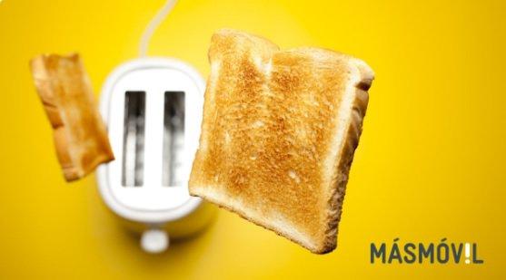 Hoy la tostada caerá del lado que tú quieras porque… ¡YA ES VIERNEEEEEES! 💃🕺💃🕺💃🕺💃🕺 #FelizFinde #Másmóvil Photo