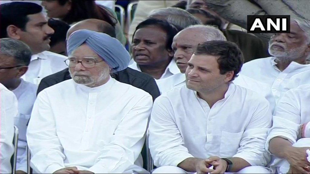 Dr.Manmohan Singh and Congress President Rahul Gandhi at the funeral of #AtalBihariVajpayee