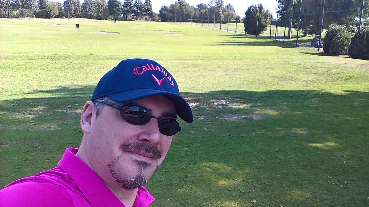 Real #men wear pink! #Holiday on golf course!I veri uomini vestono rosa! #Vacanze sui campi da #golf #followme / #seguimi anche su #instagram   https:// www.instagram.com/emmanuelemacaluso#emmanuelemacaluso #macaluso #em #lifestyle #stile #sport #golfclub #spazio #marketing #divulgazione #mktg  - Ukustom