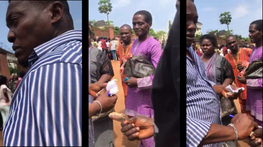 Every single @inecnigeria staffer at Ikorodu centre is aware of the sharp practice, but none of them seem bothered, as they all benefit from it. The commission itself seems unwilling to curtail this act  WATCH FULL VIDEO:  http:// bit.ly/2nMzAUW  &nbsp;   READ MORE:  http:// bit.ly/2OFq4hy  &nbsp;  <br>http://pic.twitter.com/tmNsrIDneV