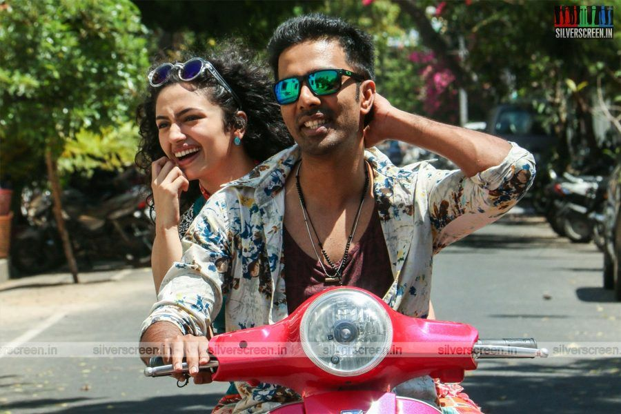 Check out the new stills from the movie #ArasiyalaIdhellamSaadharanamappa starring #Veera and #MalavikaNair  https://t.co/DZfMA3xLh1 https://t.co/nLoRk7ohyZ