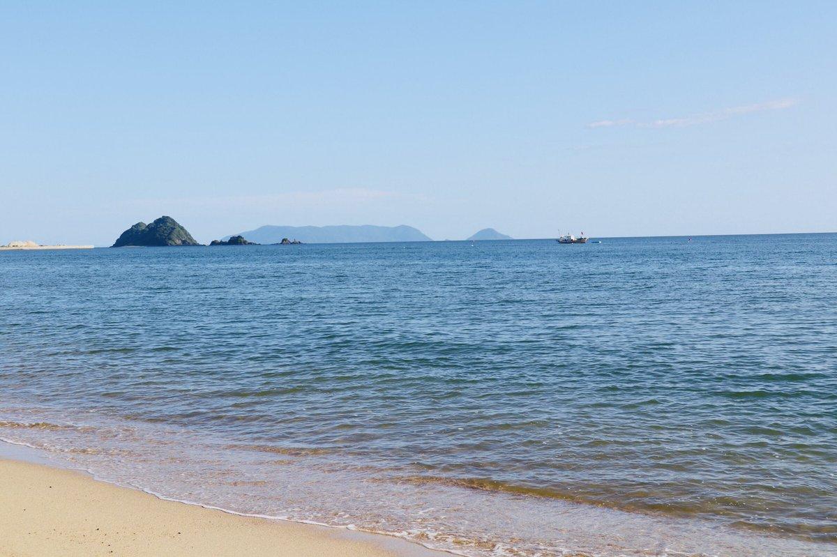 以前から行ってみたいなと思ってた虹ヶ浜へ行ってきました。普段だったら徳山からも電車で割とすぐの場所だけれど、西日本豪雨被害の影響で代行バス。途中土砂崩れで線路がない場所があったり。でも海は綺麗だった。 https://t.co/it09sdaqQ6