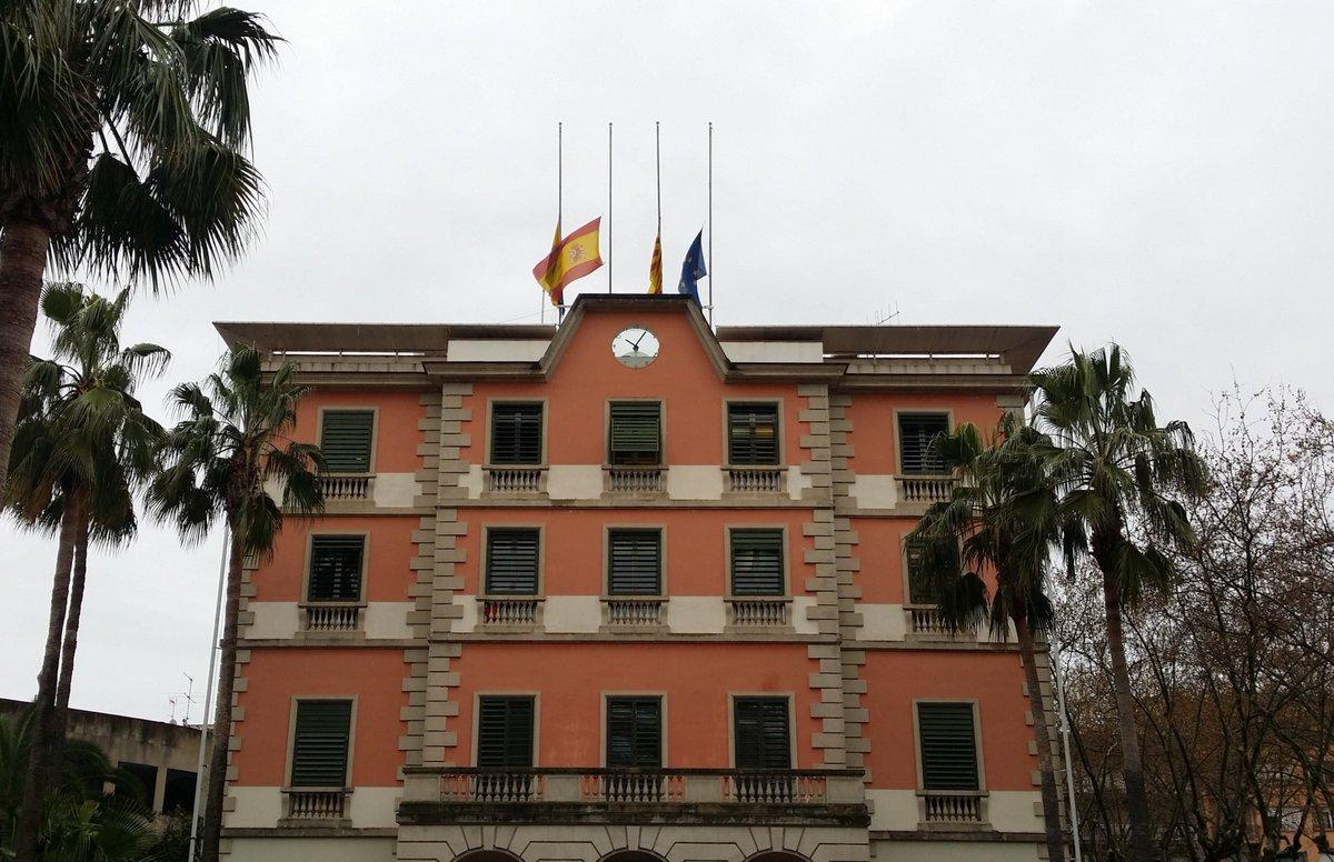 Recordem: Avui a les 12h, MINUT DE SILENCI per recordar i honorar les víctimes dels atemptats terroristes a Barcelona i Cambrils Plaça de lEsglésia, davant @AjCastelldefels