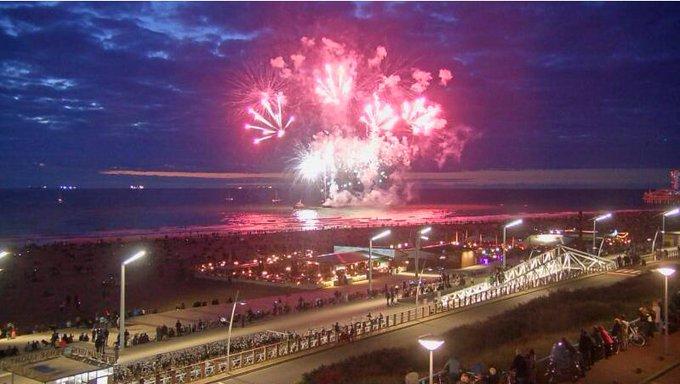 Vanavond- en zaterdagavond vuurwerkfestival Scheveningen (live) https://t.co/qwAl3PGyMb https://t.co/GljsLZhIj6