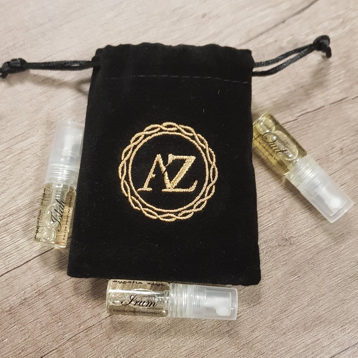 It&#39;s #FreebieFriday time!  #Win a sample of our fragrances. To enter, follow us and retweet. Winner announced on Tuesday  #AyeshaZiya #ShopAyeshaZiya #Friyay <br>http://pic.twitter.com/Xy8PuVXesn