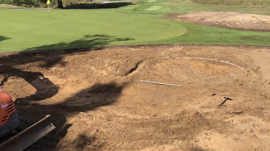 Bunkers moving along nicely @ThorndonParkGC bit of fine tuning then in with the type1 then time to open up the 15th ready for shaping. <br>http://pic.twitter.com/zGDMiJWmK8